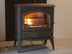 薪ストーブ、暖炉